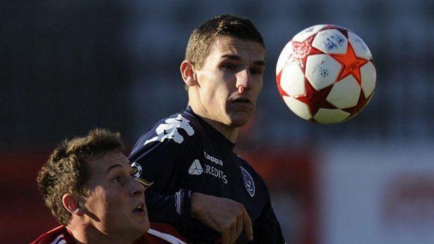 Zleva Jan Bořil z FK Viktoria Žižkov a David Pavelka ze Slovácka.