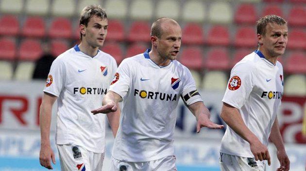 Kapitán Martin Lukeš (uprostřed) se spoluhráči z Baníku