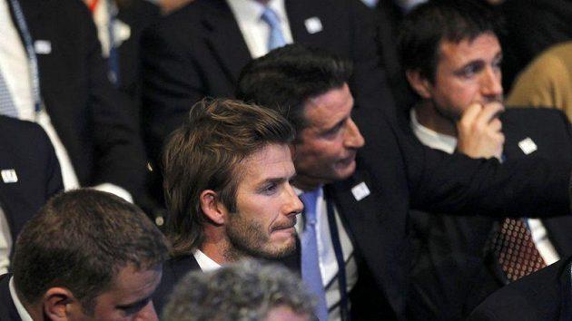 Ticho jako v hrobě bylo mezi členy anglické delegace po vyhlášení vítěze volby pořadatele MS 2018. Uprostřed zaražený David Beckham.