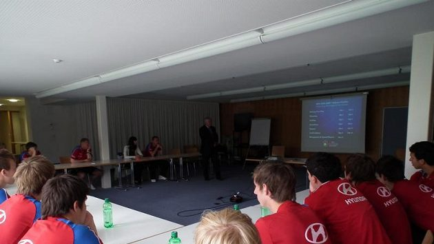 Hráči vyslechli školení komise rozhodčích
