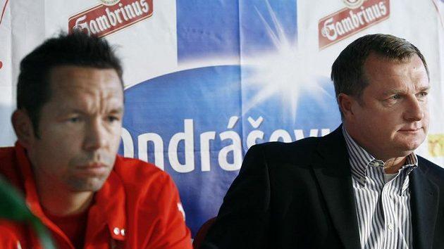 Záložník plzeňských fotbalistů Pavel Horváth (vlevo) a trenér Pavel Vrba
