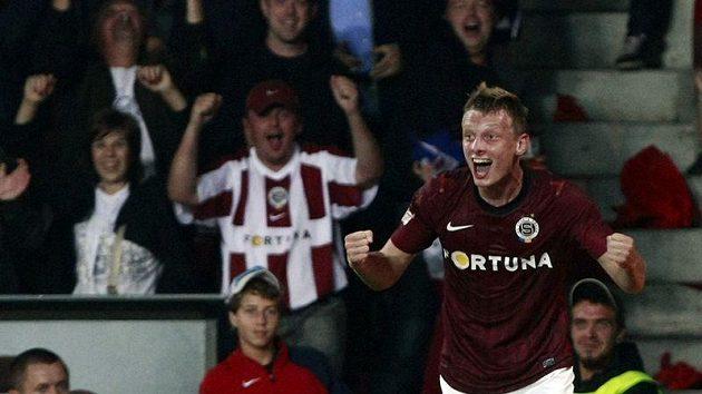 Sparťan Ladislav Krejčí se raduje z gólu do sítě Slavie v pražském derby.