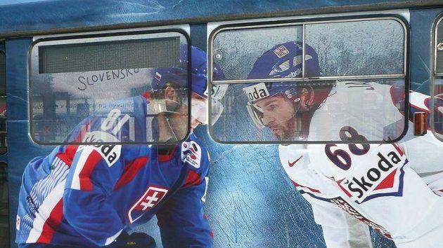 Jedna z podob vzhledu tramvají na hokejovém mistrovství světa na Slovensku.