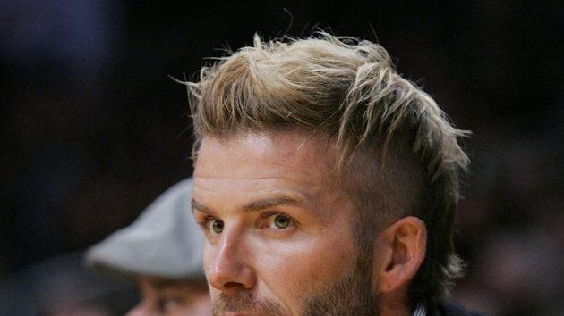 David Beckham sleduje 15.11.zápas basketbalistů Los Angeles Lakers s Houstonem Rockets.AP Photo/Lori Shepler) (ČTK/AP) Datum: 16.11. 2009
