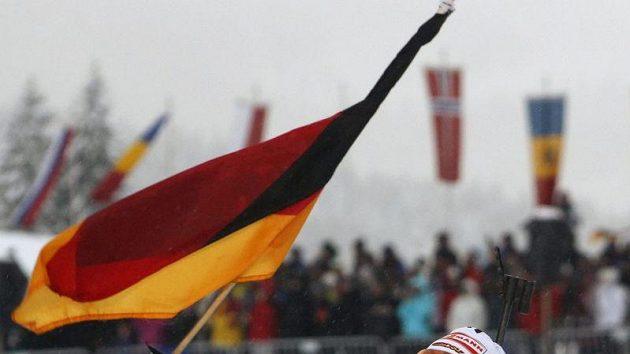 Andrea Henkelová dovezla německou štafetu biatlonistek do cíle v Hochfilzenu na prvním místě.