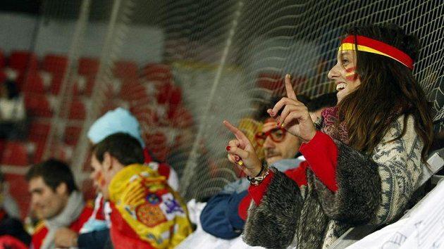 Španělští fanoušci na Letné vydatně podporovali své reprezentanty.