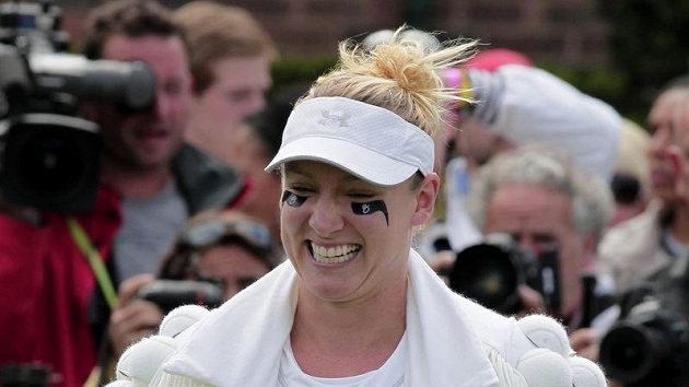 Tenistka Bethanie Matteková-Sandsová v netradičním oblečení na Wimbledonu.