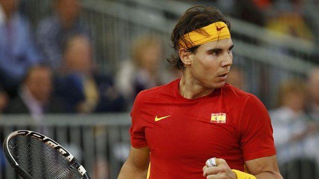 Španěl Rafael Nadal v úvodním utkání finále Davis Cupu proti Argentinci Juanu Monakovi.