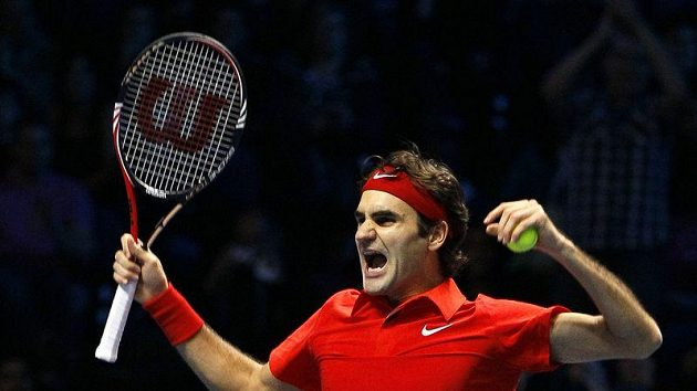 Roger Federer se raduje z vítězství ve finále Turnaje mistrů nad Rafaelem Nadalem.