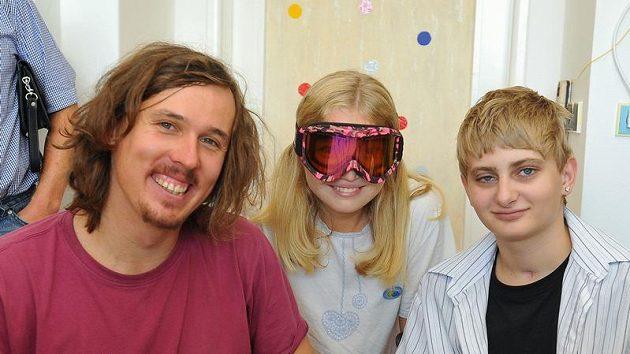 S malými pacienty se v pátek v budově dětské traumatologie v Brně setkal lyžař Ondřej Bank.