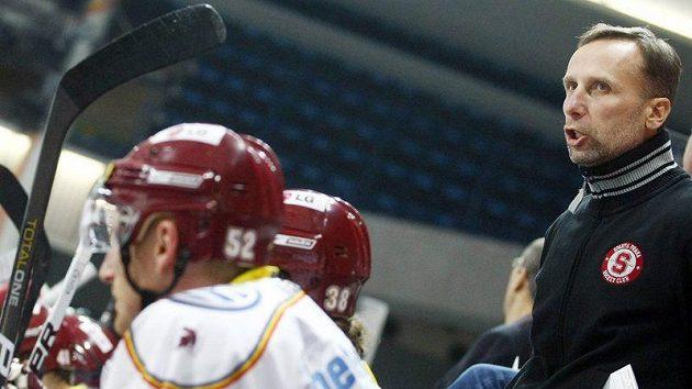 Trenér Sparty Miloslav Hořava na extraligu chvíli zapomene, je tu prestižní turnaj Spengler Cup ve Švýcarsku.