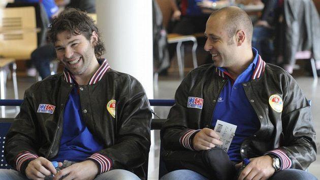 Jaromír Jágr a Tomáš Vokoun na ruzyňském letišti.