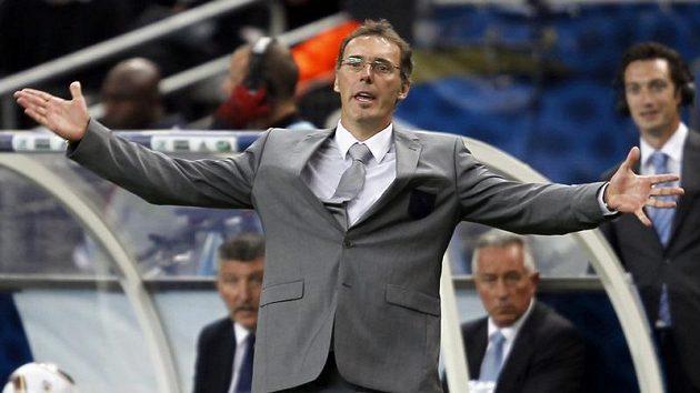 Trenér Francie Laurent Blanc hledá pro fotbalisty psychologa.