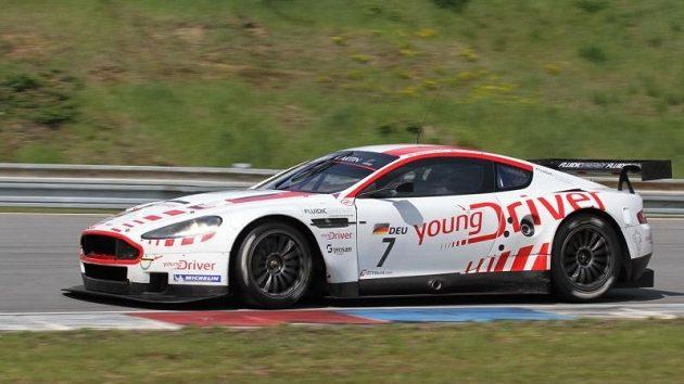 Vůz Aston Martin, s nímž Tomáš Enge nastupuje v mistrovství světa GT1.