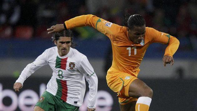 Didier Drogba z Pobřeží slonoviny (vpravo) má šanci se stát nejlepším fotbalistou Afriky za rok 2010.