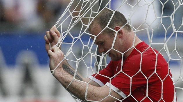 Útočníkovi Manchesteru United Waynu Rooneymu se letos nedaří brankovou síť rozvlnit příliš často.