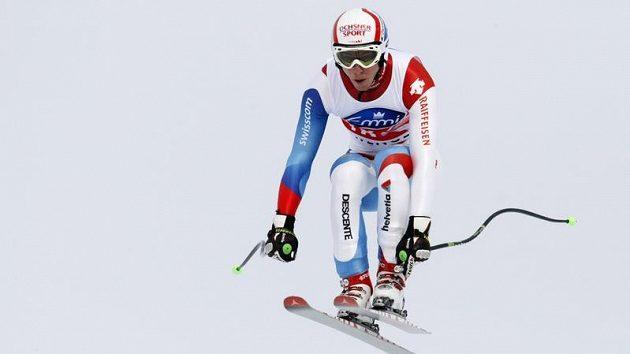 Švýcarský lyžař Carlo Janka během sjezdu ve Wengenu