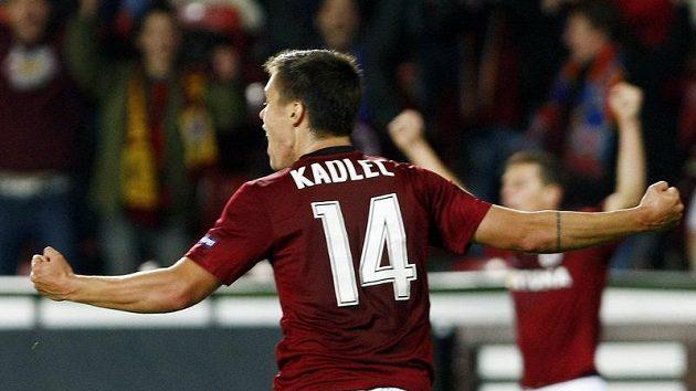 Václav Kadlec ze Sparty oslavuje vítězný gól proti Palermu.