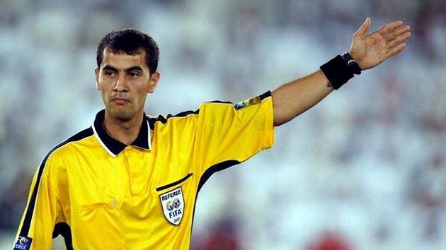 Uzbecký rozhodčí Ravšan Irmatov otevře svým hvizdem letošní fotbalový šampionát.