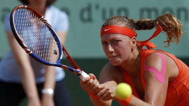 Petra Kvitová v utkání s Číňankou Li Na v Paříži.