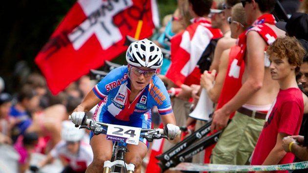Kateřina Nash při závodu cross country na MS ve švýcarském Champéry.