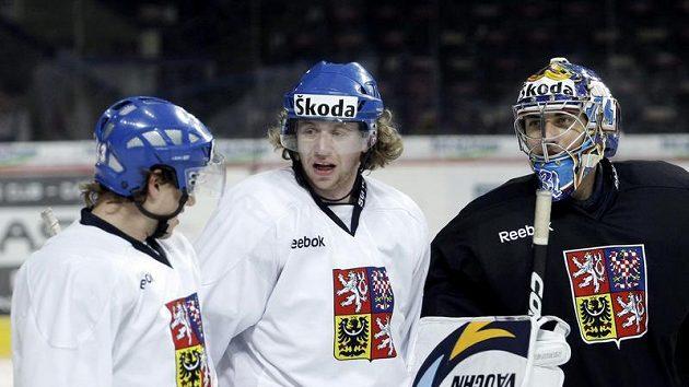 Brankář Ondřej Pavelec (vpravo) a Jakub Voráček (uprostřed) na srazu hokejové reprezentace