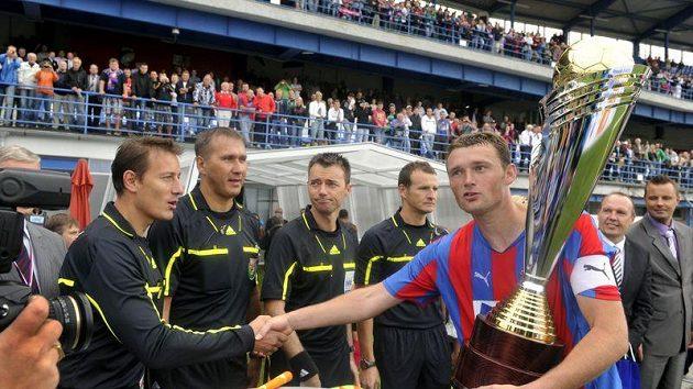 František Ševínský ve chvíli, kdy prožíval s Plzní rovněž úspěch a vyhrál Superpohár.