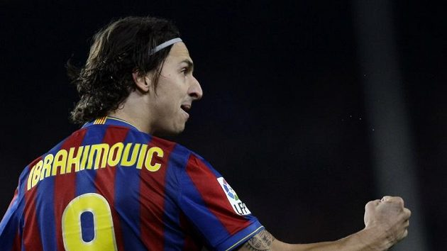 Barcelonský Zlatan Ibrahimovic se raduje z gólu, který dal Realu Madrid.
