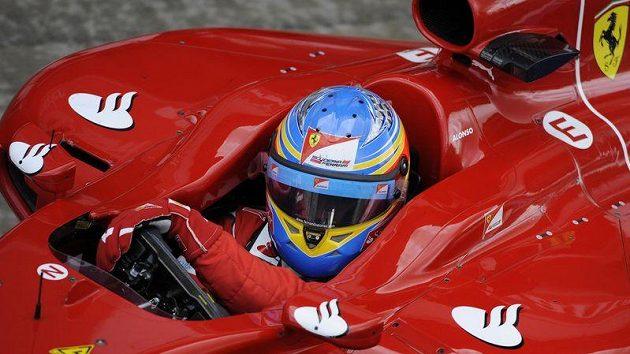 Stáj Ferrari se díky Fernandu Alonsovi dočkala na okruhu v Silverstone triumfu.