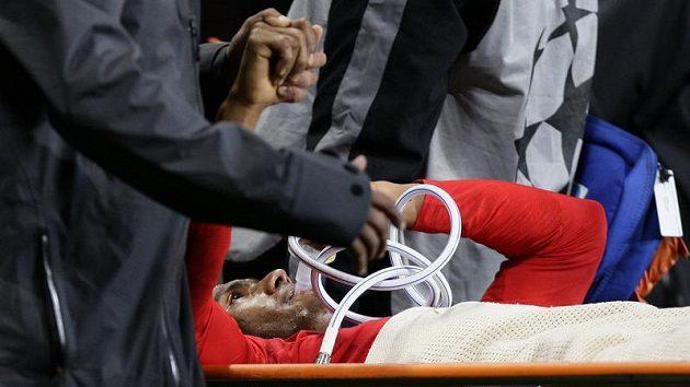 Antonio Valencia musel být odnesen ze hřiště na nosítkách.
