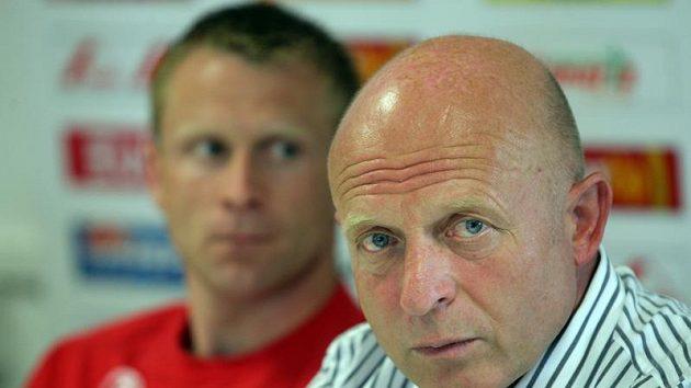 Trenér Slavie Praha Karel Jarolím (vpravo) a Stanislav Vlček