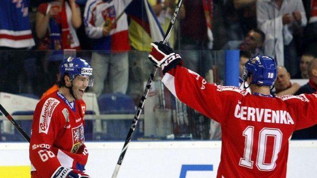 Jaromír Jágr (vlevo) a Roman Červenka se spolu potkávali nejen v české reprezentaci, ale i v Omsku. Teď proti sobě vyjedou jako soupeři.