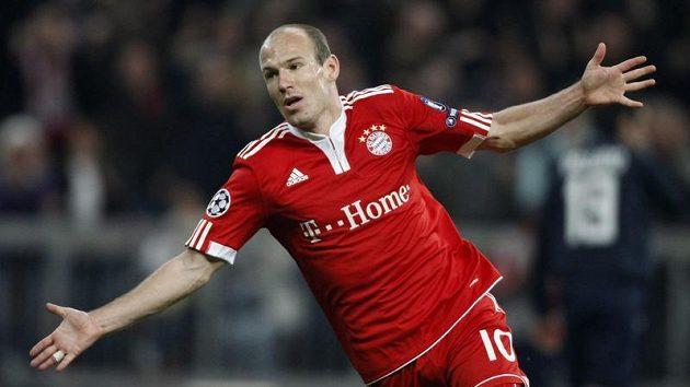 Arjen Robben z Bayernu Mnichov oslavuje vstřelenou branku v úvodním semifinálovém duelu Ligy mistrů proti Lyonu.