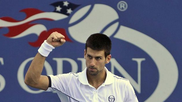 Radost srbského tenisty Novaka Djokoviče. Vydřel postup do finále.