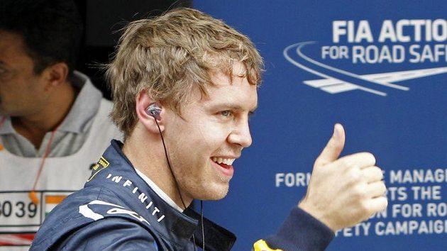 Němec Sebastian Vettel ze stáje Red Bull se raduje z prvenství v kvalifikaci na GP Indie.