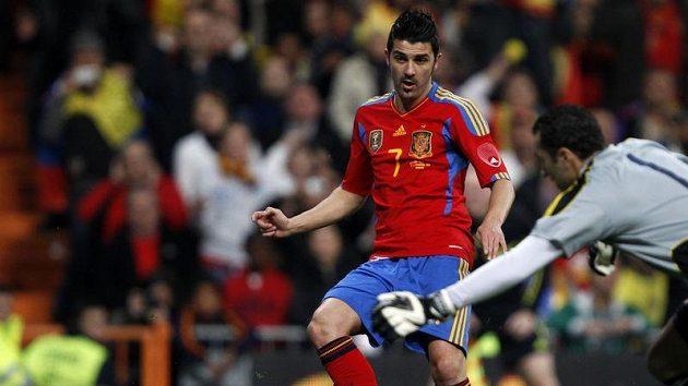 Španělský fotbalista David Villa v zápase s Kolumbií