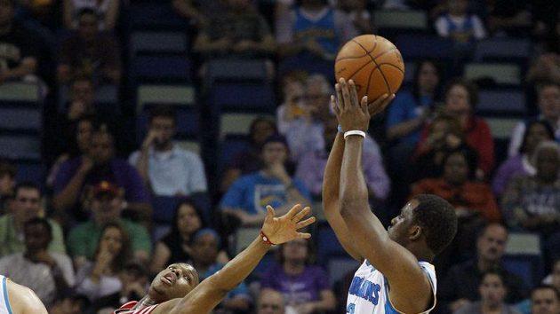 Basketbalisty Orleansu dotáhl k výhře Chris Paul (vpravo).