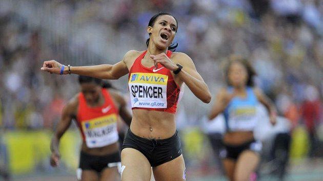 Jamajčanka Kaliese Spencerová vylepšila na mítinku Diamantové ligy v Londýně dosavadní světové maximu Zuzany Hejnové o 50 setin.