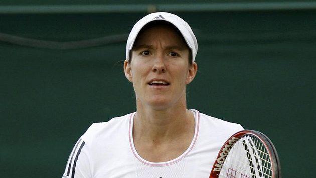 Belgická tenistka Justine Heninová se raduje z postupu do třetího kola Wimbledonu.