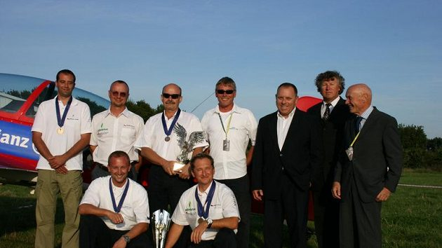 Družstvo českých leteckých akrobatů získalo na mistrovství Evropy v Polsku stříbrnou medaili.