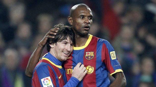 Eric Abidal (vpravo) na snímku se svým spoluhráčem z Barcelony Lionelem Messim.