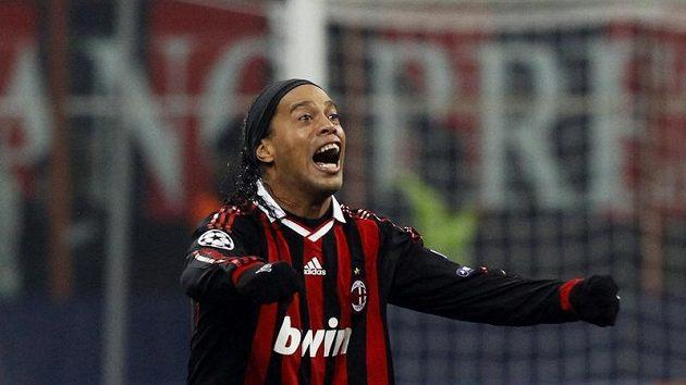 Ronaldinho v dresu AC Milán.