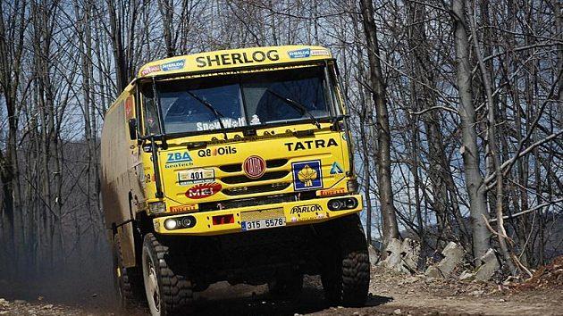 Aleš Loprais s kamiónem Tatra na trati 2. etapy Středoevropské rallye.