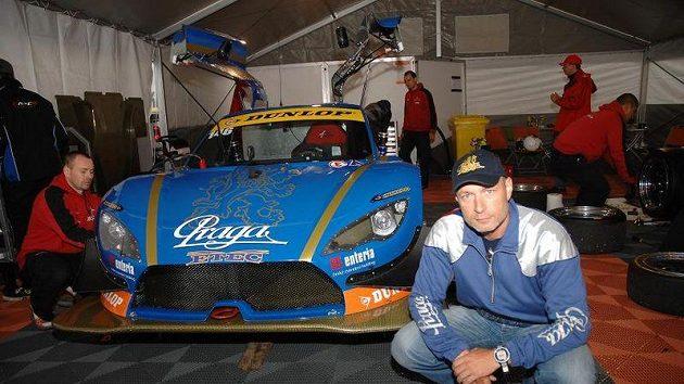 Sportovní vůz Praga R4S a Daniel Landa.