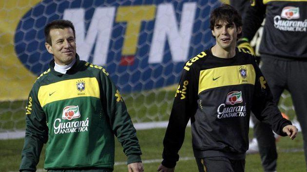 Trenér Brazílie Dunga (vlevo) překvapil svým rozhodnutím i některé své svěřence.