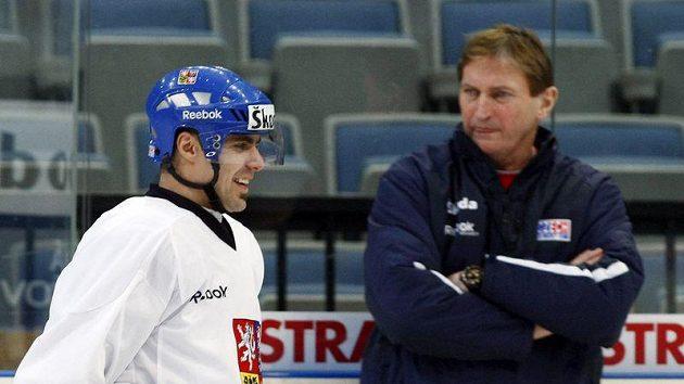 Tomáš Rolinek (vlevo) a trenér Alois Hadamczik na tréninku hokejové reprezentace