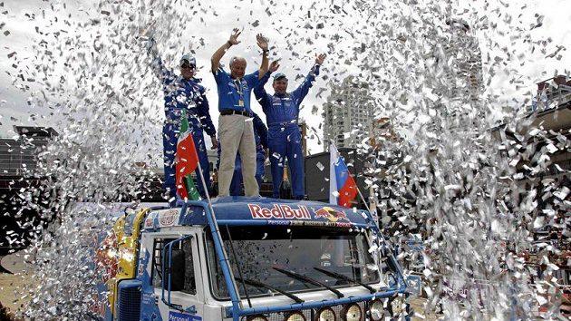 Tým Kamazu slaví triumf v Rallye Dakar