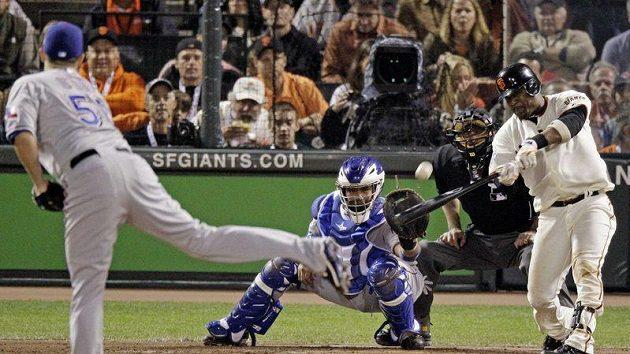 V prvním finále Světové série baseballistů vyhráli San Francisco Giants' nad Texas Rangers.
