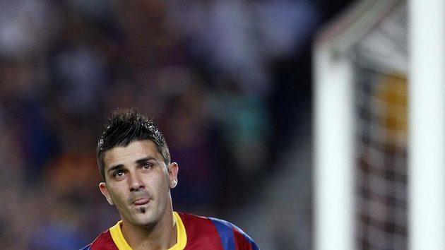 Útočník Barcelony David Villa se raduje z branky.