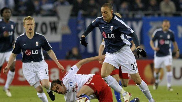 Bobby Zamora (vpravo) ještě v dresu Fulhamu.
